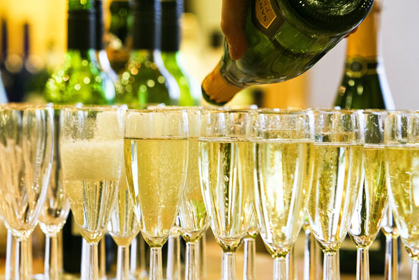 pouring-champagne-into-glasses