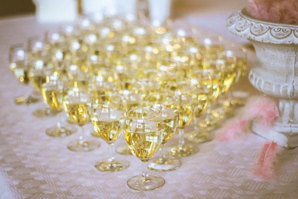 whitewineglasses_wedding
